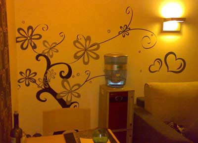家庭装饰中挑选墙绘增加艺术的气味